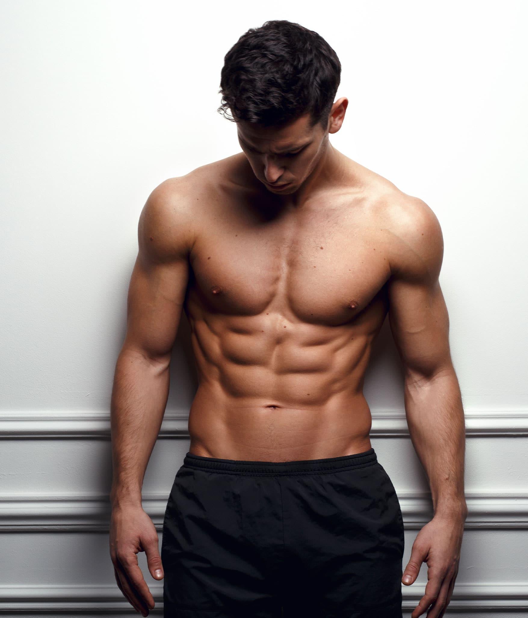 Brustimplantate für Männer (Pektoralisimplantate) für die Brustmuskelvergrößerung werden immer beliebter